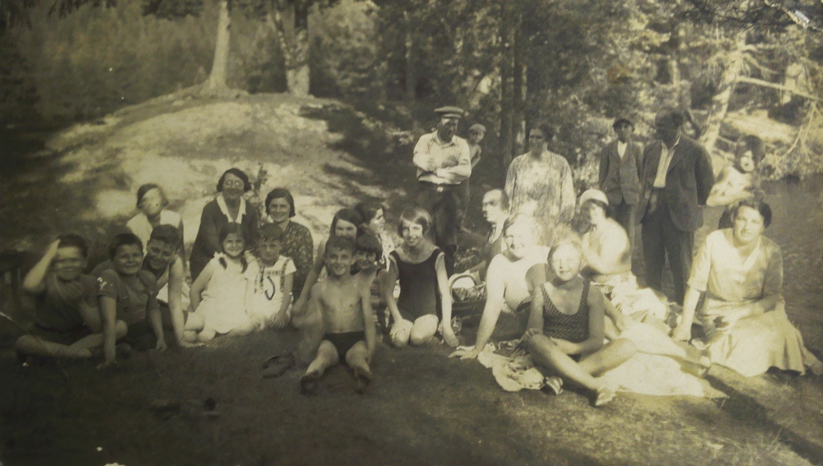 Jewish holidaymakers from Pacov at the local holiday resort.