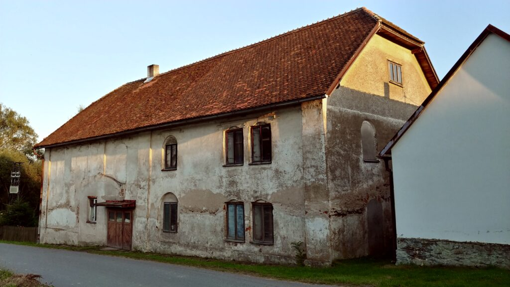 Babčice, někdejší synagoga a židovská škola od severu (foto Karel Vošta, 2020)